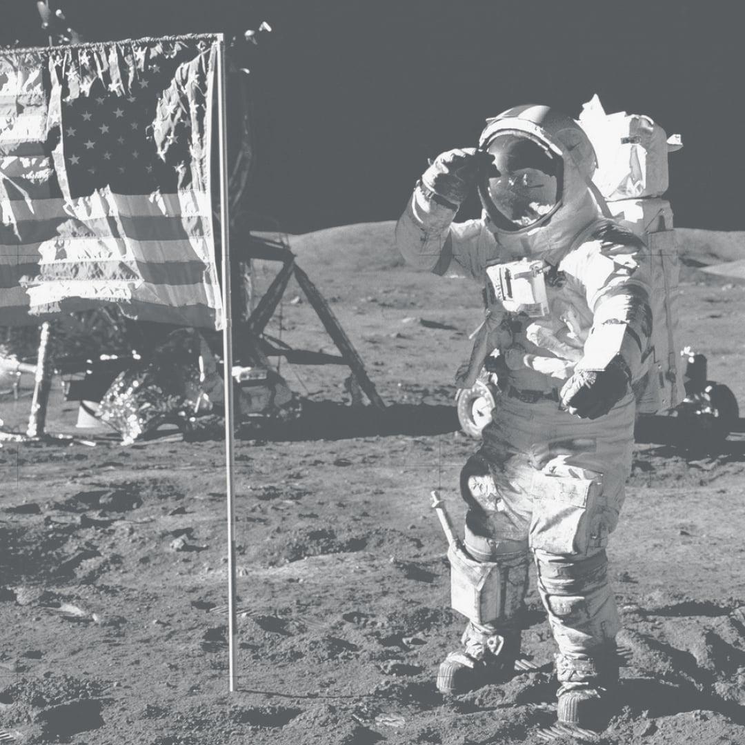 Πρώτα στη Σελήνη